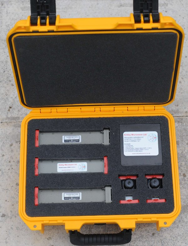 A vector network analyzer calibration kit